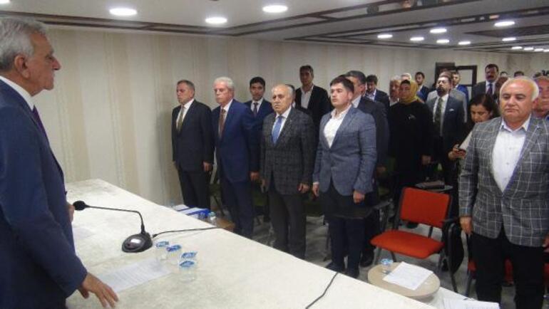 Mardinde Belediye Meclis toplantısında İstiklal Marşı tartışması