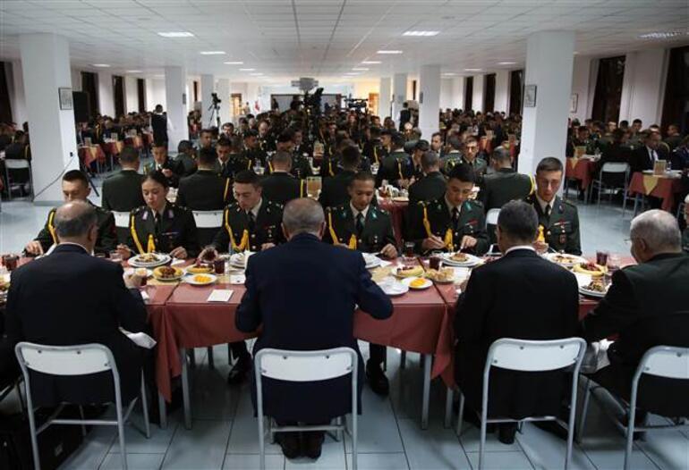 Cumhurbaşkanı Erdoğan: En yakın zamanda Münbiç ve Fıratın doğusunu sizler temizleyeceksiniz
