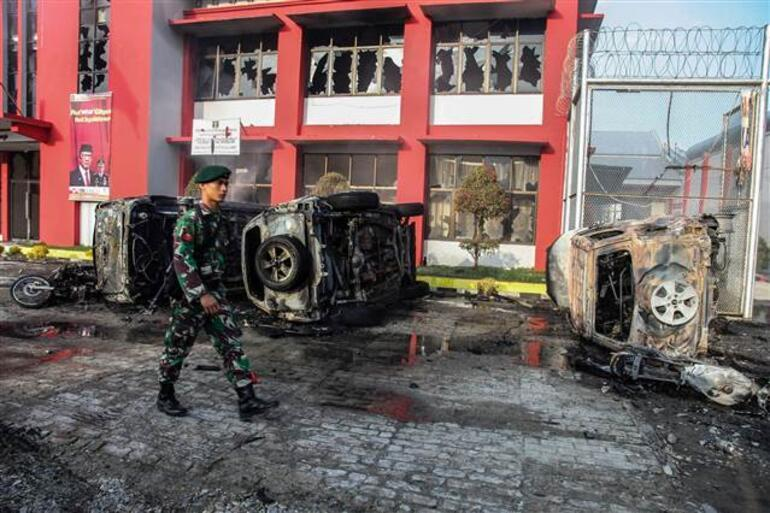 Endonezyada 154 mahkum firar etti