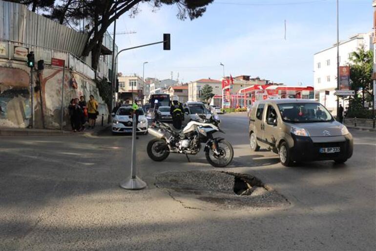 Üsküdarda yol çöktü, trafik aksadı