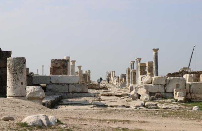 Laodikyanın antik tiyatrosu kapılarını açmaya hazırlanıyor