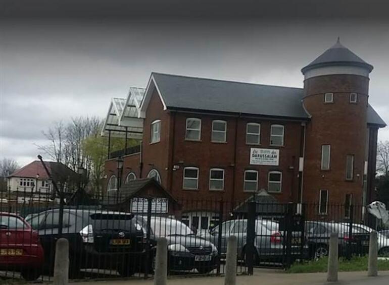 İngilterede cami cemaatine çekiçli saldırı