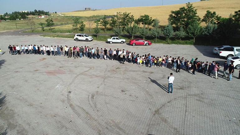 300 torunu bayramını kutlamak için sıraya girdi