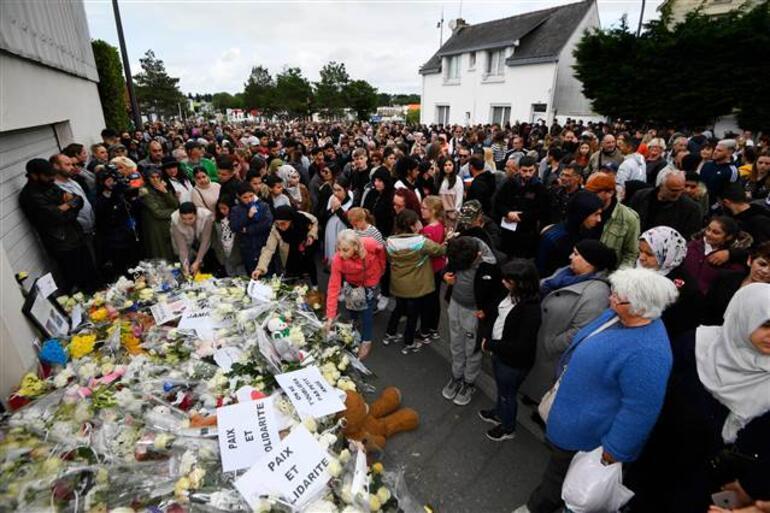 Fransada binlerce kişi iki Türk için yürüdü