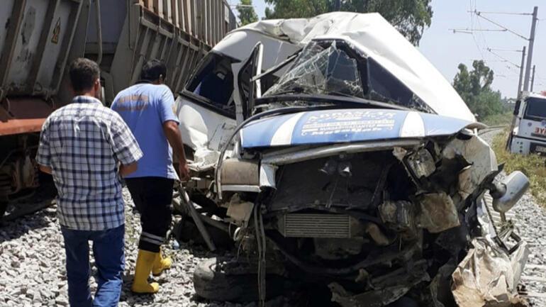 Son dakika... Mersin'de tren, minibüse çarptı 1 ölü, 4 yaralı...