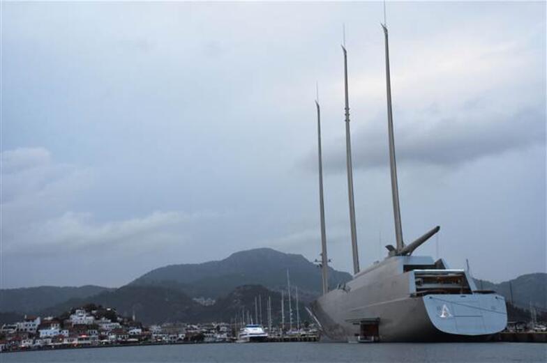 Rus milyarderin ultra lüks yatı Marmaris'te 2.2 milyon lira bıraktı