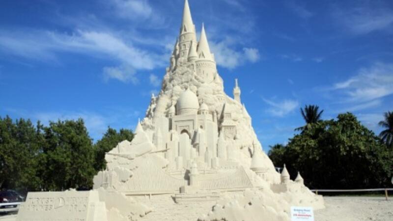 Dünyanın en büyük kumdan kalesi!