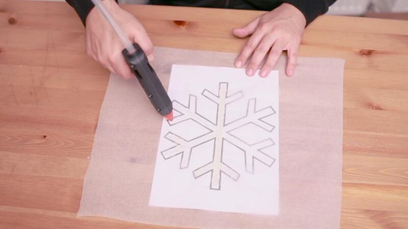 Yılbaşında pencerenizi kar tanecikleriyle süsleyin! | Yaparım Bilirsin