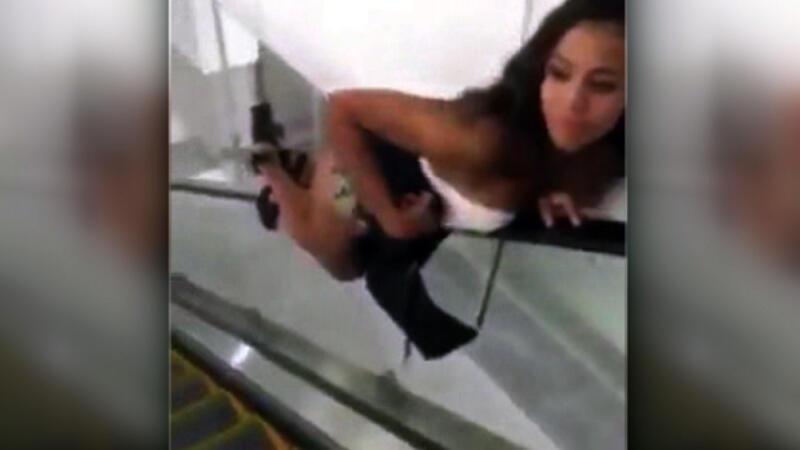 Yürüyen merdivende öyle bir şey yaptı ki...