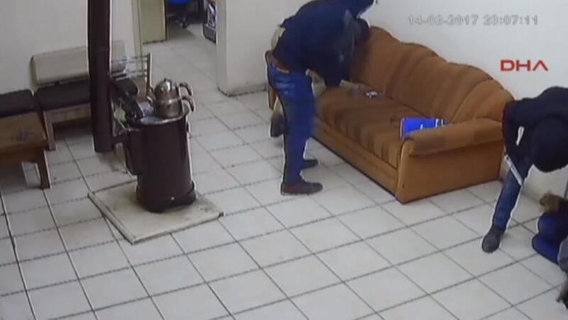 Benzinliği 1.5 dakikada soyan gaspçıları güvenlik kamerası ele verdi