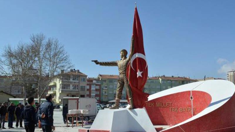 Niğde'ye Ömer Halisdemir'in heykeli dikildi