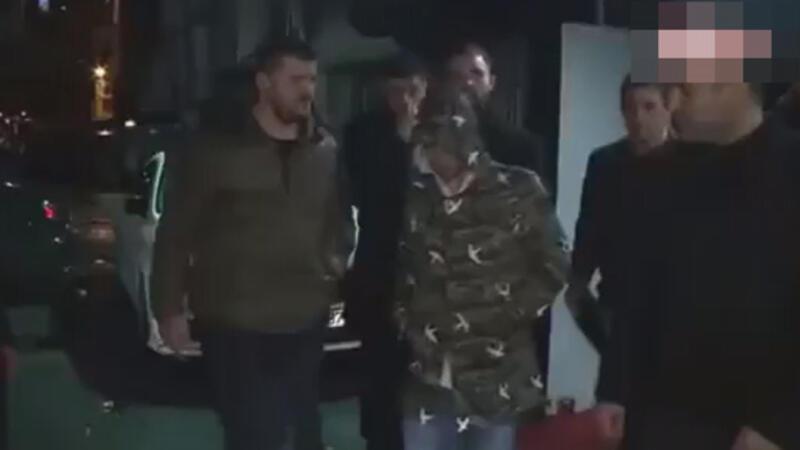 Korumalar Sneijder'i görüntülenmekten koruyamadı