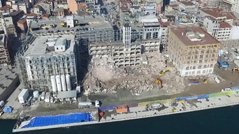 Tarihi salon yıkıldı, aynısı yeniden yapılacak