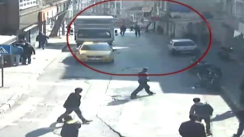 Gaziosmanpaşa'da kahvehaneye silahlı saldırı kamerada