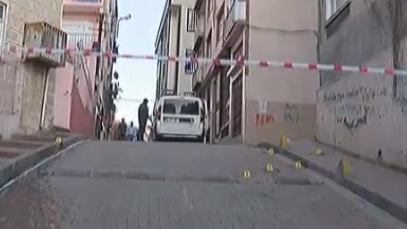 İstanbul'da savaş gibi çatışma: 37 mermi kovanı