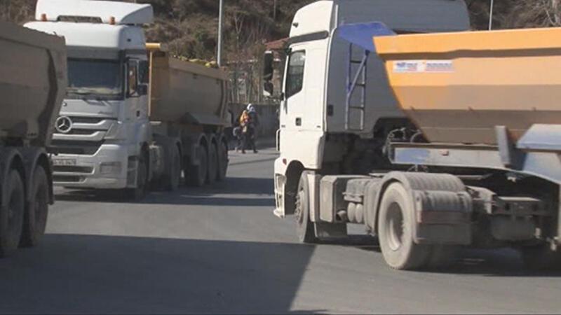 """Arnavutköy'de mahallelinin """"Ölüm yolu"""" isyanı"""