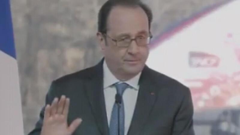 Hollande konuşurken keskin nişancının silahı ateş aldı