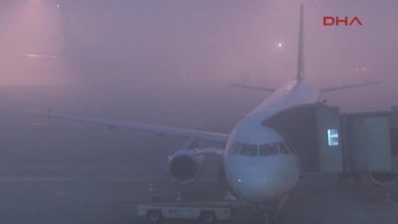 Yoğun sis hava ulaşımını olumsuz etkiliyor