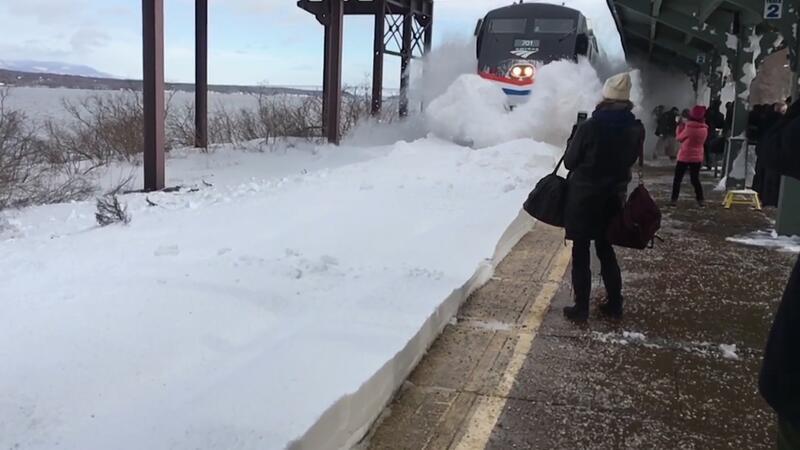 Kara saplanan trenin muhteşem görüntüsü!