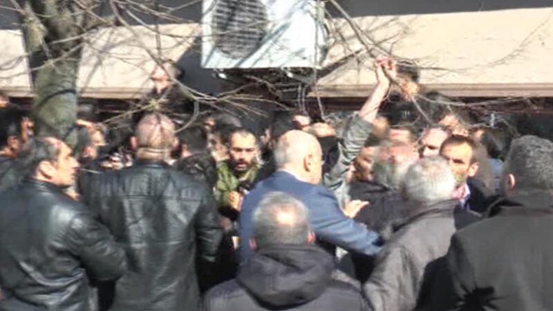 Ülkücüler, Meral Akşener'in katıldığı toplantıyı bastı