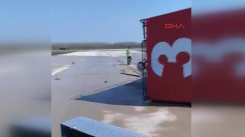 Samsun'da eğitim uçağı inişte kırım geçirdi