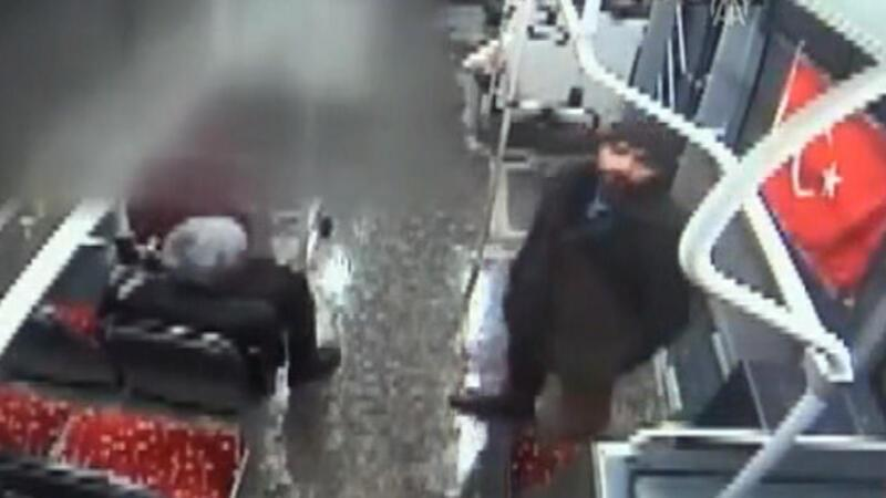 Otobüste Türk Bayrağı'na çirkin saldırı