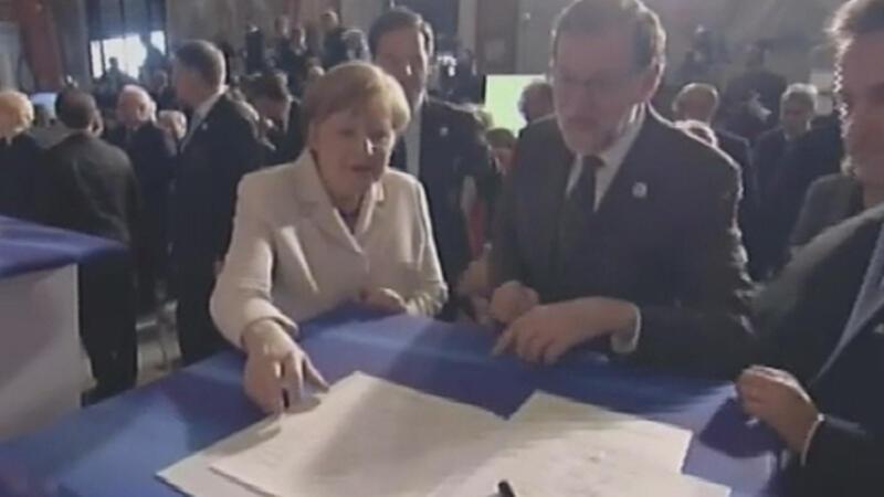Merkel'i gülmekten öldüren imza!
