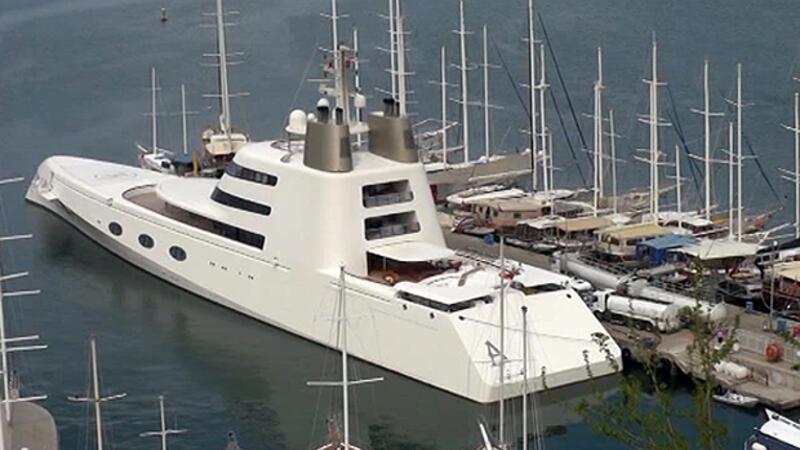 Fethiye Limanı'na 120 metrelik mega yat yanaştı