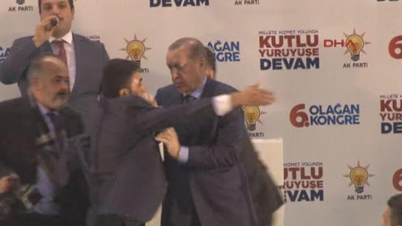Local jumping on stage during Erdoğan's speech in Turkey's Şırnak causes panic