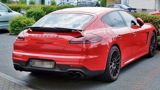 photo of Hakan Çalhanoğlu Porsche Panamera GTS - car