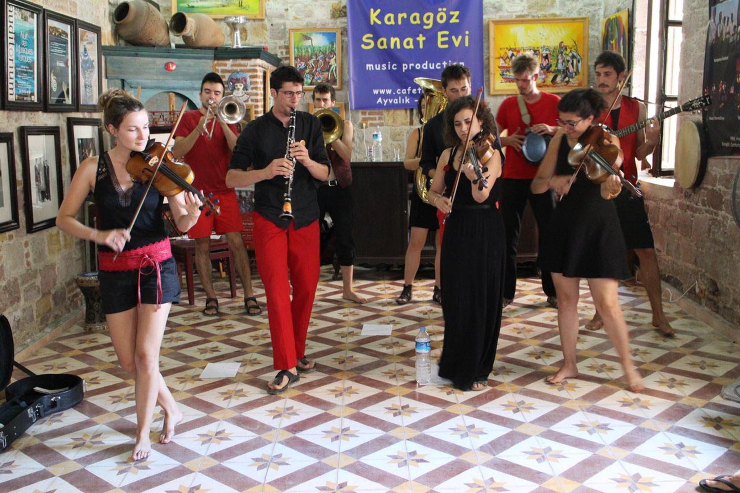Fransız müzisyenlerden Türk ezgileri