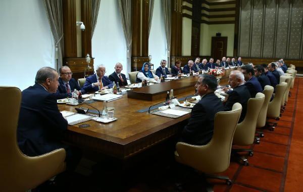 Cumhurbaşkanı Erdoğan Bakan Yılmaz ve Maarif Vakfı heyetini kabul etti