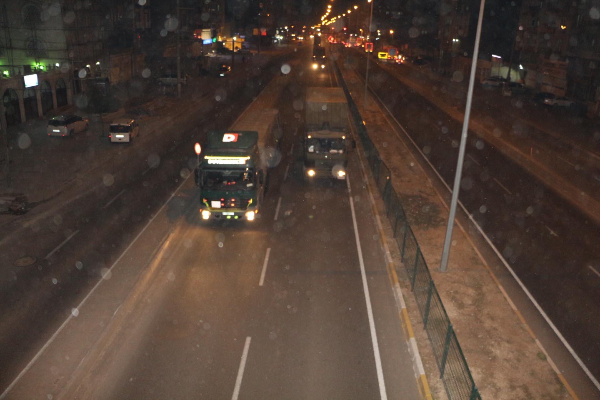 Askeri malzeme taşıyn TIR lar Kızıltepeyi geçti