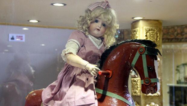 Bu oyuncakların saçları Alman çocuklarının