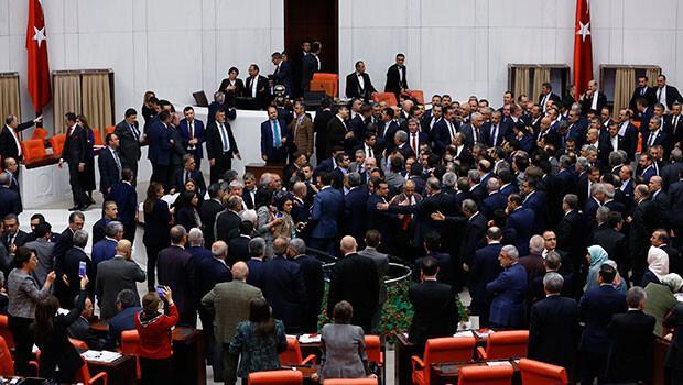 Meclis'te gerilim Kavga çıktı 3 4 ve 5 madde kabul