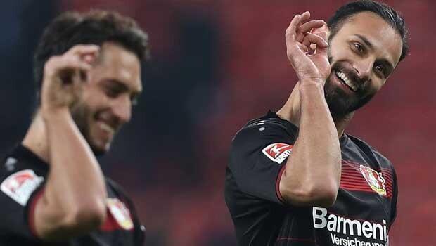 Bayer Leverkusen'i Hakan Çalhanoğlu ve Ömer sırtladı