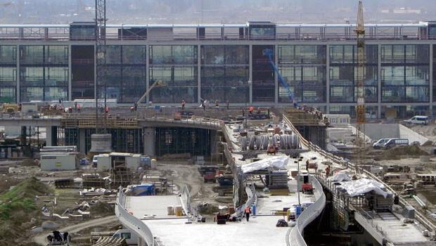 Berlin Havalimanının açılışı 5 kez ertelendi