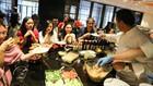 Çinlilere bulgurlu yemekler yapıyor