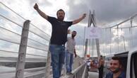 Yavuz Sultan Selim Köprüsü'nde arabayı durdurup oynadılar