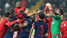 Galatasaray'a bir darbe daha! 3 gol, 1 kırmızı kart