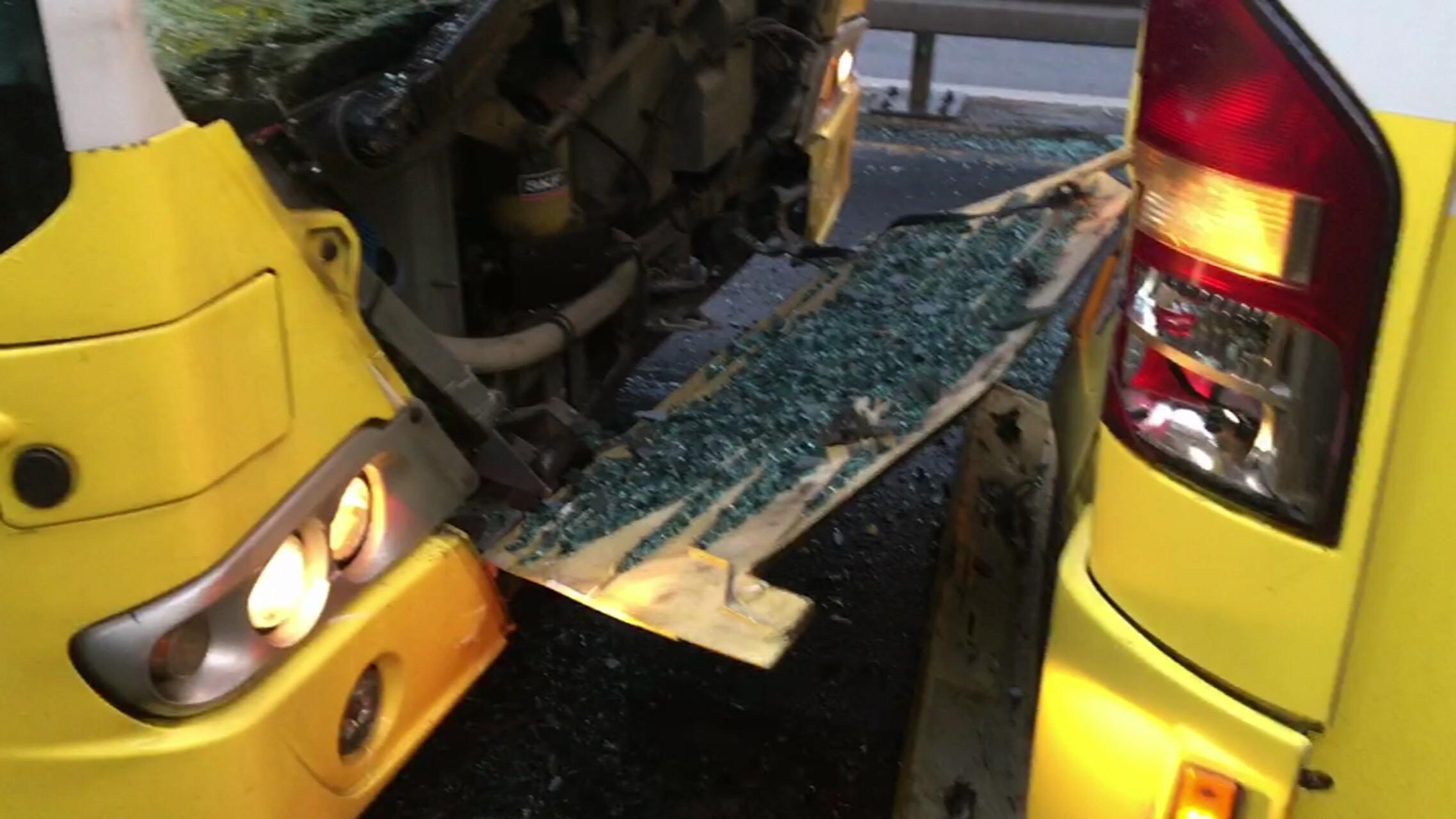 Son dakika... Fikirtepe'de metrobüs kazası