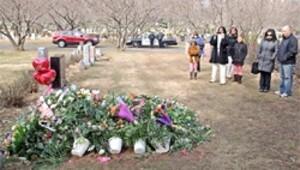 Mezarı için 'bodyguard'