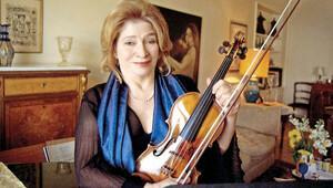 D-Marin Müzik Festivali'nde Onur Ödülü Ayla Erduran'ın