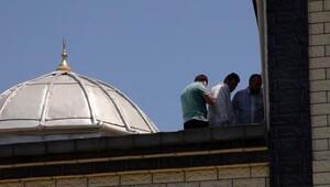 Camiye saldırıda iki kişi yakalandı