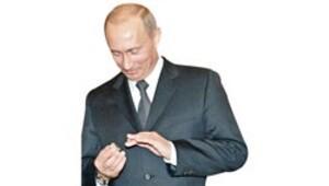 Putin yüzüğü cebe indirmiş