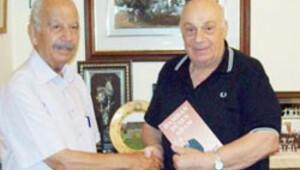 KKTC'nin duayen gazetecisi öldü