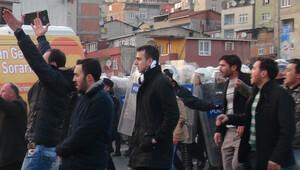 Göstericilerden gazetecilere tepki
