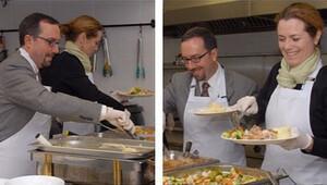 ABD'li büyükelçi John Bass'ten elçilik çalışanlarına Şükran Günü yemeği