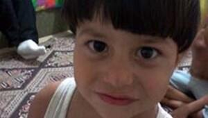 Otomobilin çarptığı küçük çocuk öldü
