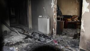 Yangın faciası: Eşini ve kızını kapıya kadar sürükledi ama